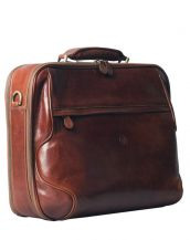 The Volterra is a stylish, handmade Italian leather laptop briefcase that has been specifically designed to discreetly house and protect upto a 17 inch laptop or Macbook.