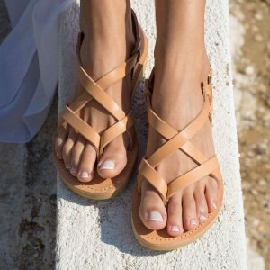 Perfect for a beach holiday, the Gaia Greek Leather Sandal will accompany you from day to night! This glamorous pair of strappy sandals will give an extra hint of confidence to your look.