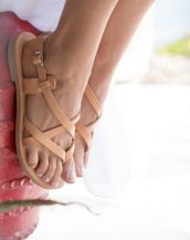 With a Greek style, this glamorous pair of strappy sandals will give an extra hint of confidence to your look.