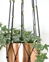 Perfectly matching almost any colored pot and plant, the Starlight Large Macrame Plant Hanger creates a very special warm and cosy ambiance in every modern setting.