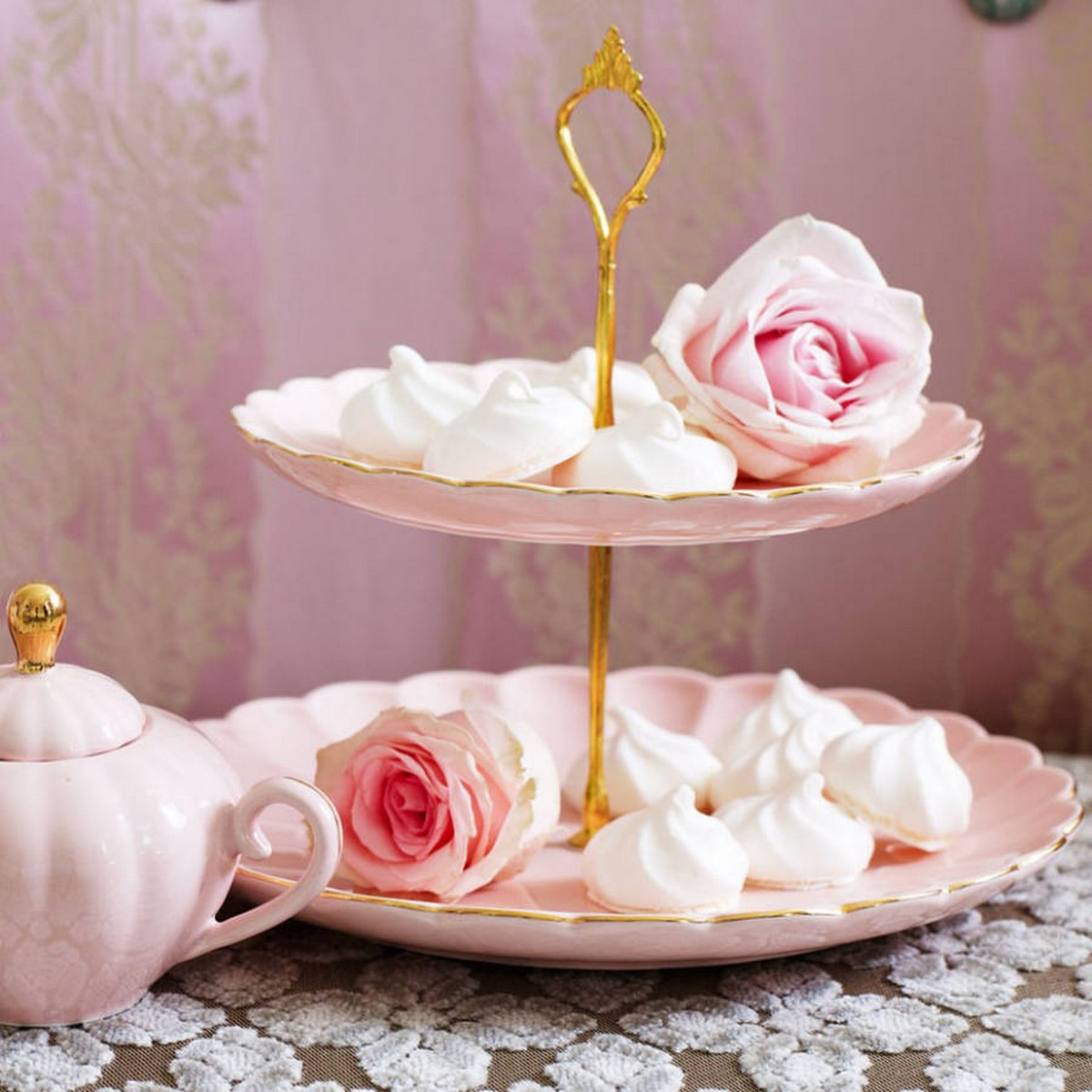 Every home baker needs at least one standard cake stand and then one or two more for special occasions.