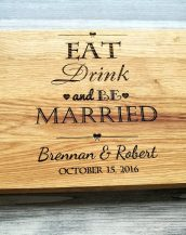 This personalised cutting board is a charming, yet practical gift idea for an engagement, a bridal shower, a wedding, a couple's first Christmas or an anniversary.