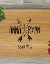 Ideal for use as a small chopping, the Personalized Cutting Board Arrows makes a beautiful centrepiece for your table.