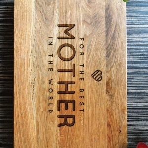 Ideal for use as a small chopping, the Personalised Cutting Board Best Mom makes a beautiful centrepiece for your table.
