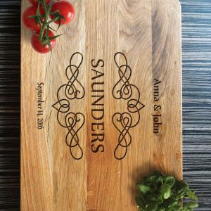 Ideal for use as a small chopping, the Personalised Cutting Board Saunders makes a beautiful centrepiece for your table.