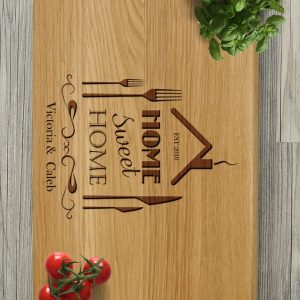 Ideal for use as a small chopping, the Personalised Cutting Board Home Sweet Home makes a beautiful centrepiece for your table.