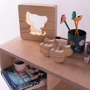 With a delicate warm light to bring a lot of joy and coziness to the child's room, the Cat Nursery Lamp will comfort your little one when falling asleep or to join them during sleepovers or to decorate their room.