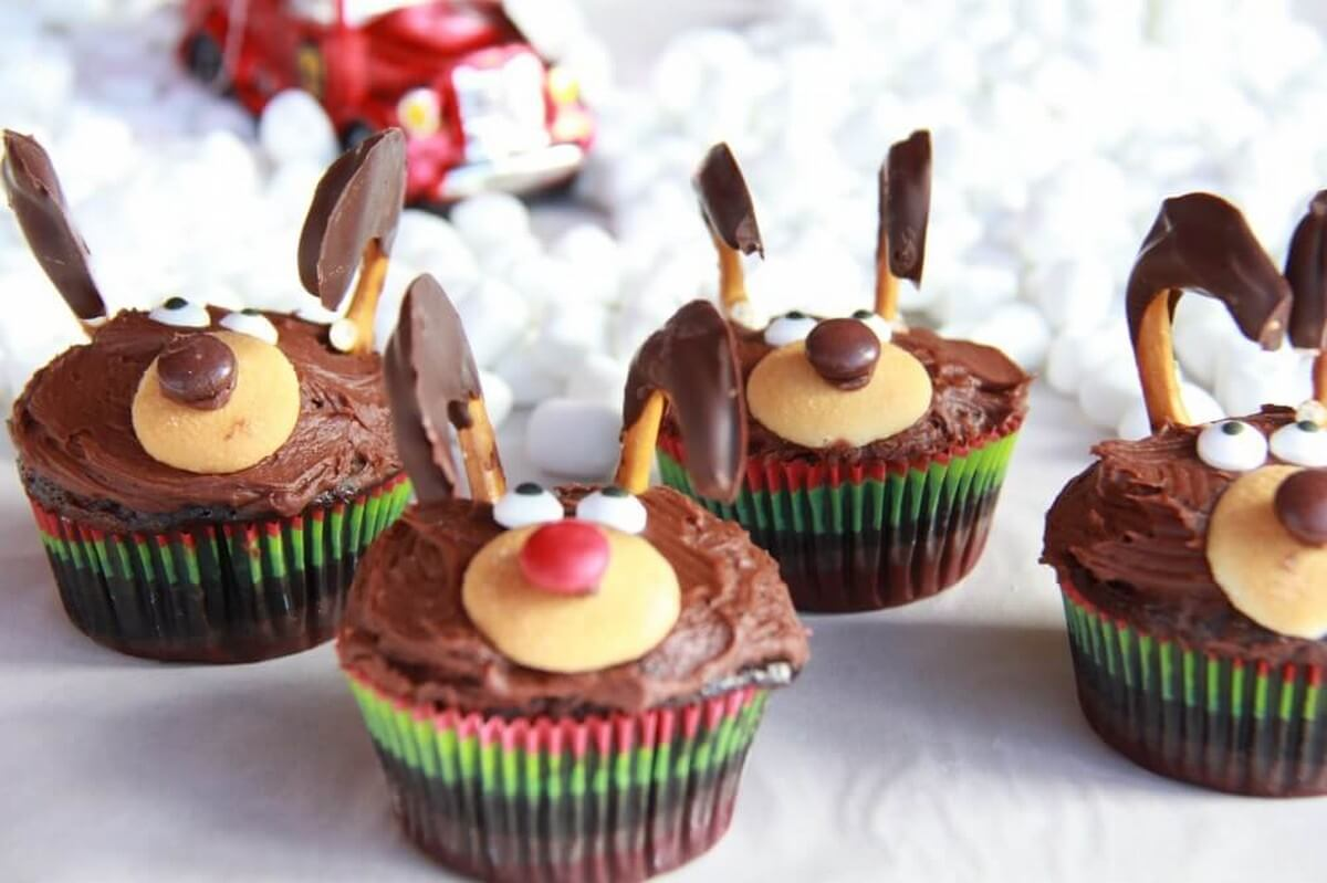 Even Rudolph would approve of these sweet reindeer cupcakes, cookies, and cakes.