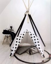 A perfect hideaway for tiny people, the Black & White Children's Play Teepee gives your little one the space they need to let their imagination flow.