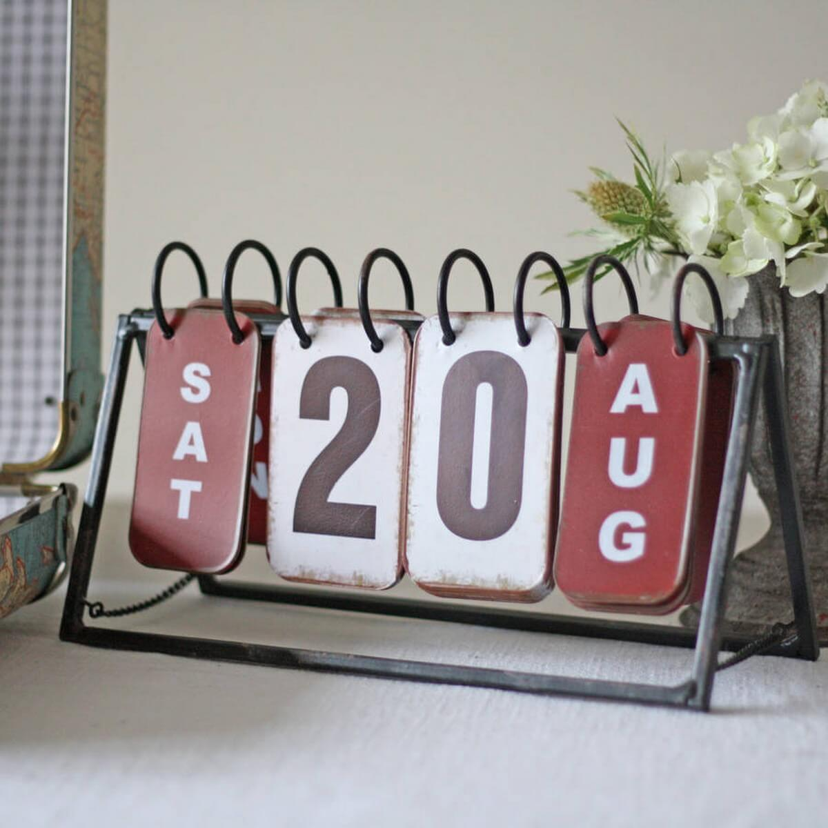 Check out these lovely calendar ideas that will have you prepared for your day without boring you each morning!