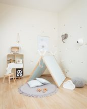 Perfect for girls and boys, the Baby Blue Kids' Playhouse Set is a stunning keepsake play tent - ideal for pretending afternoon tea parties, picnics, and role-playing games.