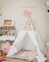Let your little ones create their own little world with the Cupcakes Children's Teepee Set. It creates the perfect setting for imaginative role play providing endless hours of fun.
