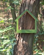 A great gift for any of your bird-loving friend, the Wooden Bird Feeder Stella Fern is a pretty haven for our feathered friends providing a great way to observe birds and their hatchlings close to home.