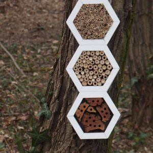 Designed to look wonderful in a garden, the Bee Superior Hotel Snow is an ideal gift for a gardener or a wildlife enthusiast as well as anyone with a garden who is interested in garden design.