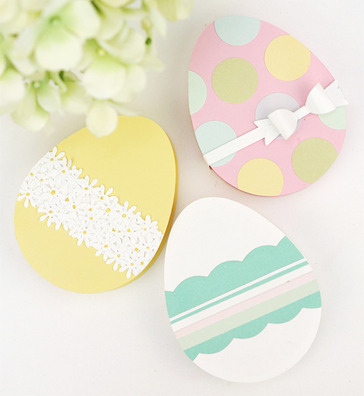 Making a cool candy box in the shape of an egg – so simple and so fun! Make fantastic Easter gift tags with little bunnies and chicks to personalize every gift and excite every guest.