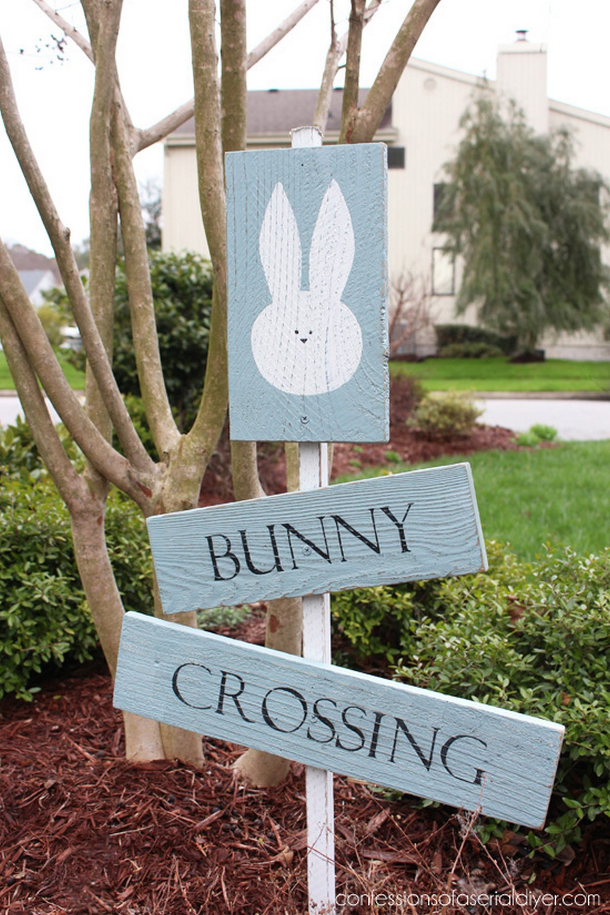 It's time to think over Easter décor and get ready for it not to hurry up when it comes. What signs are great for Easter? Of course, those with bunnies, chickens and eggs!