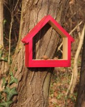 A great gift for any of your bird-loving friend, the Wooden Bird Feeder Stella Mars is a pretty haven for our feathered friends providing a great way to observe birds and their hatchlings close to home.
