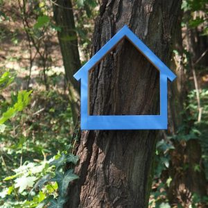 A great gift for any of your bird-loving friend, the Wooden Bird Feeder Stella Sailor is a pretty haven for our feathered friends providing a great way to observe birds and their hatchlings close to home.