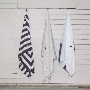 A chic and useful present for both men and women, the Zee Turkish Bath Towel will look truly stunning in your bathroom.