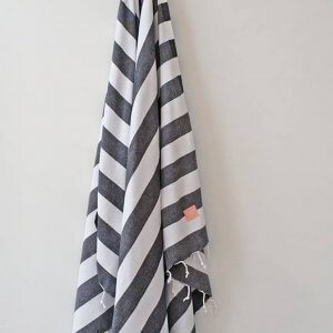 A chic and useful present for both men and women, the Hav Turkish Bath Towel will look truly stunning in your bathroom.