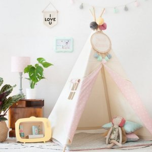 The perfect setting for imaginative play, the Natural & Dots Pink Children's Teepee is as good to look at as to play in. It can easily be used inside your home or in the garden as well as on the terrace.