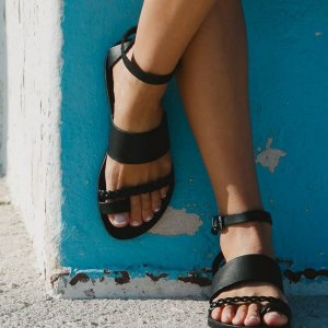 Just what every summer wardrobe needs, the Hera Greek Leather Sandal is every woman's dream pair, super comfy and elegant, and easily combined with any outfit.