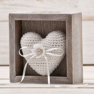 A perfect place to store your rings safely, the Personalised White Heart Wedding Ring Box would make your wedding day unique to you.