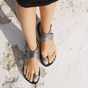 Just what every summer wardrobe needs, the Dione Nicel Collander Greek Leather Sandal is every woman's dream pair, super comfy and elegant, and easily combined with any outfit.