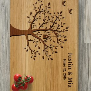 Ideal for use as a small chopping, the Personalised Cutting Board - Tree makes a beautiful centrepiece for your table.