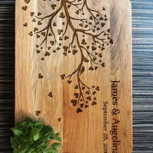 Ideal for use as a small chopping, the Personalised Cutting Board - Tree Board makes a beautiful centrepiece for your table.