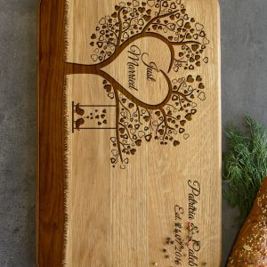 Ideal for use as a small chopping, the Personalised Cutting Board - Tree With Love Birds makes a beautiful centrepiece for your table.