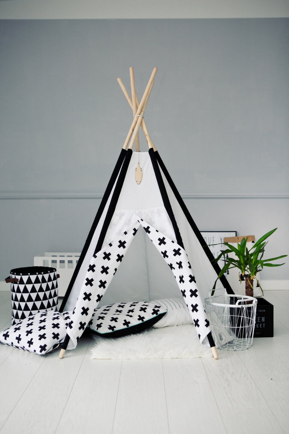 Black u0026 White Childrenu0027s Play Teepee & BLACK u0026 WHITE CHILDRENu0027S TEEPEE TENT | Decorative Kidsu0027 Play Tents ...