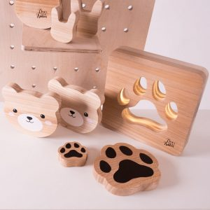 Shake up baby's playtime with the Pet Paw Wood Toy, created especially for clutching hands and curious mind.
