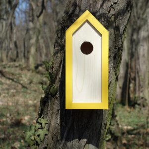 A stylish feeding haven, the Wooden Birdhouse Emma Dijon is a great bird feeder in a quirky design that will look great when hung in the garden.