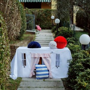 Perfect for any gathering whether it be an early morning breakfast, casual brunch or special occasion, the Beach House Tablecloth Playhouse will seduce the youngest and stimulate storytelling and adventure.