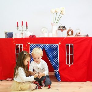 Perfect for any gathering whether it be an early morning breakfast, casual brunch or special occasion, the Christmas Tale Tablecloth Playhouse will seduce the youngest and stimulate storytelling and adventure.