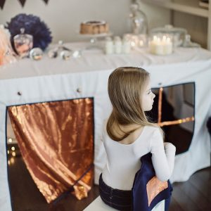 Perfect for any gathering whether it be an early morning breakfast, casual brunch or special occasion, the Mermaids House Tablecloth Playhouse will seduce the youngest and stimulate storytelling and adventure.