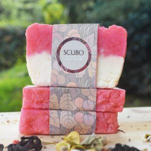 Perfect for both face and body, the Guayaba and Olive Oil Soap has the addition of aromatic combinations of pure essential oils and a blend of the finest natural oils to create a nourishing and moisturising lather.