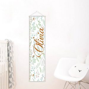 A perfect way to keep track of your little one's growth, the Flowers Personalised Baby Growth Chart will brighten up any child's bedroom as well as provide a fun way to measure height.