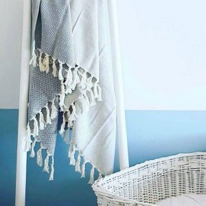 A chic and useful present for both men and women, the Deniz Turkish Bath Towel will look truly stunning in your bathroom.