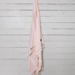 A chic and useful present for both men and women, the Lake Turkish Bath Towel will look truly stunning in your bathroom.