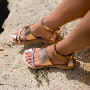 Just what every summer wardrobe needs, the Hera Rose Gold Greek Leather Sandal is every woman's dream pair, super comfy and elegant, and easily combined with any outfit.